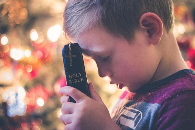 Wir lieben die Wahrheit Jesu wie ein kleines Kind und halten an ihr unbeirrt fest.