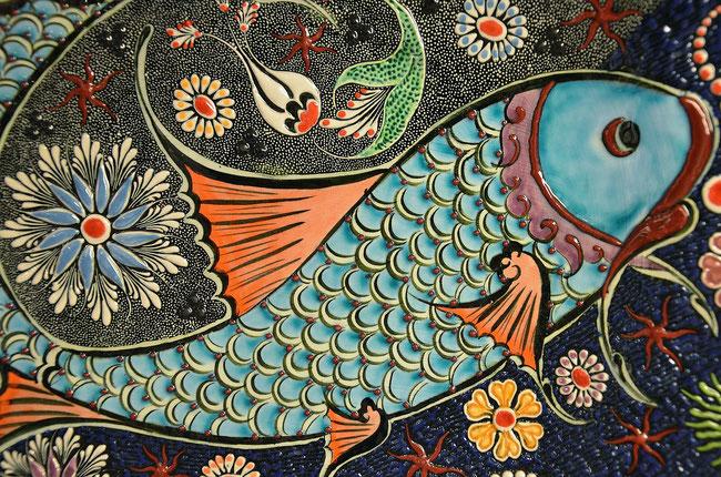 Der den Hades (Scheol) darstellende große Fisch verschlang den Jona-Jesus. https://www.freudenbotschaft.net/gleichnisse/das-biblische-gleichnis-von-der-vom-fisch-verschluckten-taube/