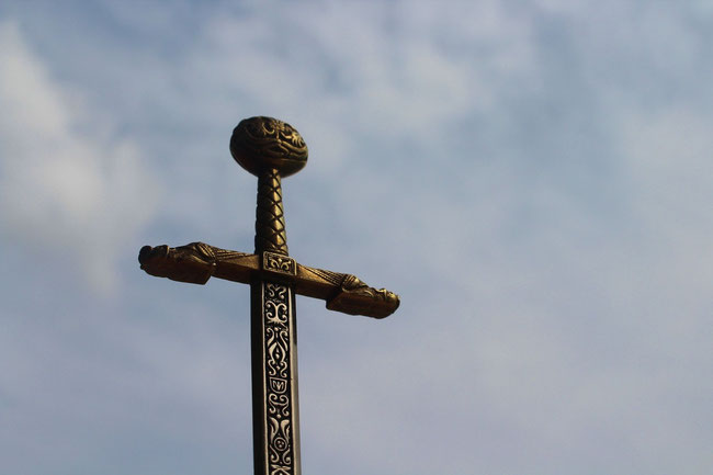 Das Schwert der Ammoniter stellt das Kreuz der Römer dar.