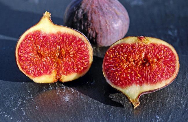 Es ist anzunehmen, dass die Frucht vom Baum der Erkenntnis des Guten und Bösen kein Apfel, sondern eine Feige war. https://www.freudenbotschaft.net/gleichnisse/das-biblische-gleichnis-von-dem-die-frucht-des-bösen-essenden-gottgleichen/