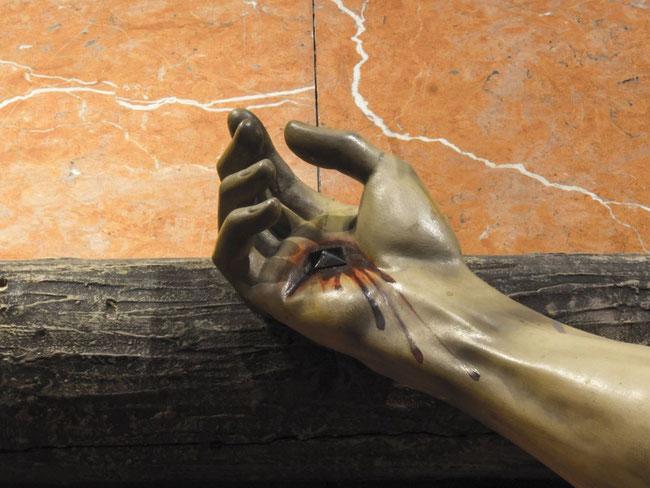 Sauls Speer schattet den Pfahl von Golgatha vor