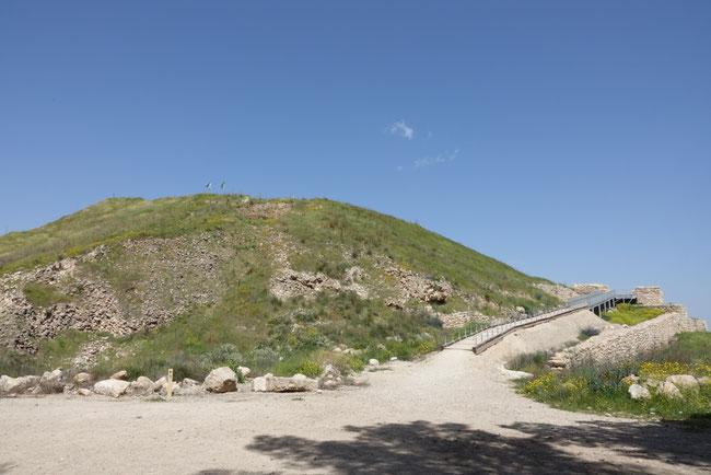 """So sieht der """"Berg"""" Morija heute aus. https://www.freudenbotschaft.net/gleichnisse/das-biblische-gleichnis-vom-geopferten-lachen-gottes/"""