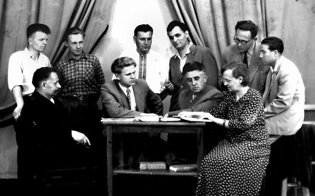 Засідання літературної студії в Запорізькому педагогічному інституті на початку 50-х років