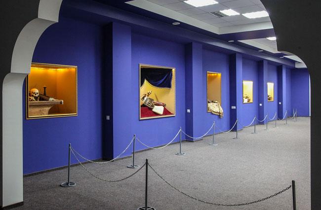 Загальний вигляд експозиції арт-проекту «Still Life»  в МУЗЕЇ МІСТА ЗА ПОРОГАМИ»  – філії НЗ «Хортиця» на бул. Центральний, 3 (Будинок взуття, 2-й поверх)
