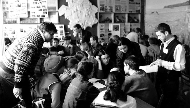 Учасники творчої групи педагогів і учнів  «Екологічне краєзнавство», 2001р.