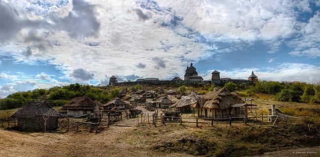 Передмістя Запорозької Січі, збудоване для зйомок фільму «Тарас Бульба». о. Хортиця