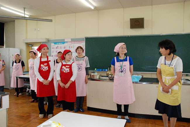 Teacher (right) introduces instructors for sandwich class