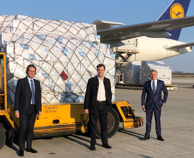 (l > r): German Transport Minister Andreas Scheuer, Prime Minister Markus Soeder of Bavaria and LH CEO Carsten Spohr welcomed LH Cargo operated B777F at MUC upon arrival from Shanghai  -  image courtesy LH