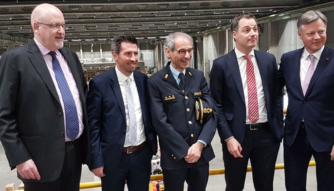 Left to right: Des Pierce and Gerrit De Sterck, DHL Aviation  /  Kristian Vanderwaeren, Belgian Customs Administration  /  Finance minister Alexander De Croo  /  Brussels Airport CEO Arnaud Feist – pic: ms