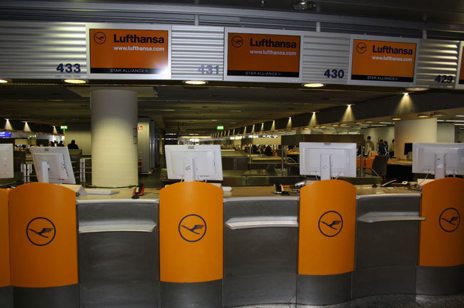 Abandoned Lufthansa check-ins as seen here in Frankfurt are currently no exception, but common rule  -  picture: CFG / hs