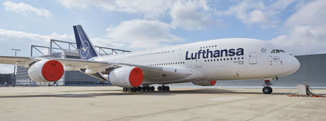 Parking up A380s and other planes. Image ©Lufthansa
