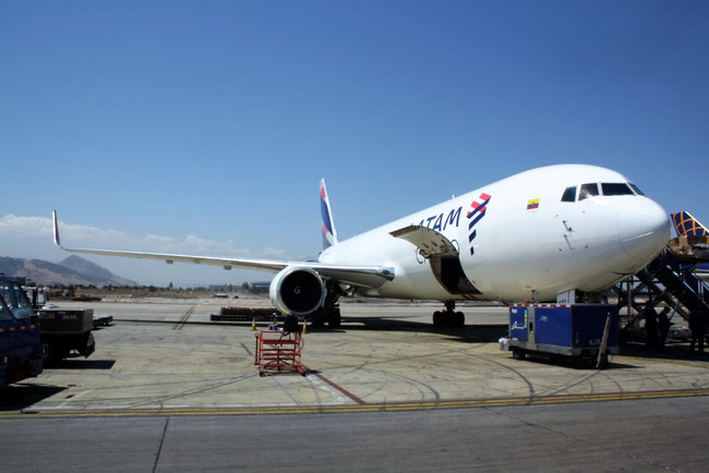 LATAM Cargo has decided to fly a uniform freighter fleet of B767Fs, getting rid of their B777Fs  -  photo: hs