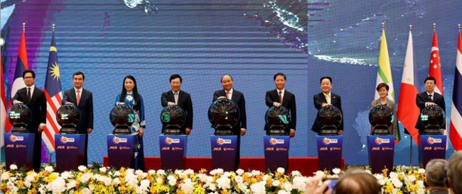 Vietnam's Prime Minister Nguyen Xuan Phuc (centre) and other leaders attend the launching ceremony of the Asean Smart Logistics Network in Hanoi on Nov 14, 2020 Image: Reuters