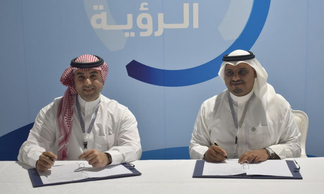 Signing the Air-Sea-Air pact: Omar Hariri, CEO Saudia Cargo (left) and CEO Rayan Qutub of KAP  -  credit: Saudia Cargo