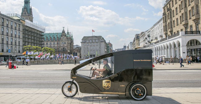 Back to the roots: Deliveries are made again by couriers driving eco-friendly bikes, as already done in the company's infancy more than 100 years ago  -  photos: courtesy of UPS