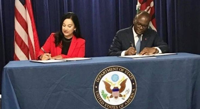 Manisha Singh (U.S. assistant secretary of state for economic and business affairs) and James Macharia (Kenyan cabinet secretary, ministry of transport, infrastructure, housing, urban development and public works) sign deal. Image courtesy of Logistics Up