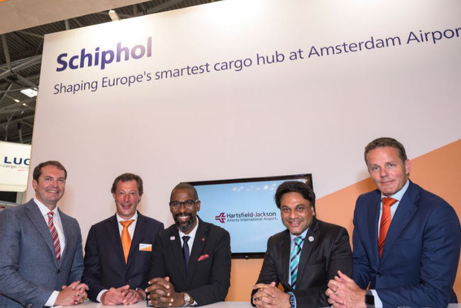Pictured (l to r): Ben Harris, Metro Atlanta Chamber / Bart Pouwels, Amsterdam Airport / Elliott Paige, Atlanta Airport / Amar More, Kale Logistics / Nanne Onland, Cargonaut – courtesy: AMS