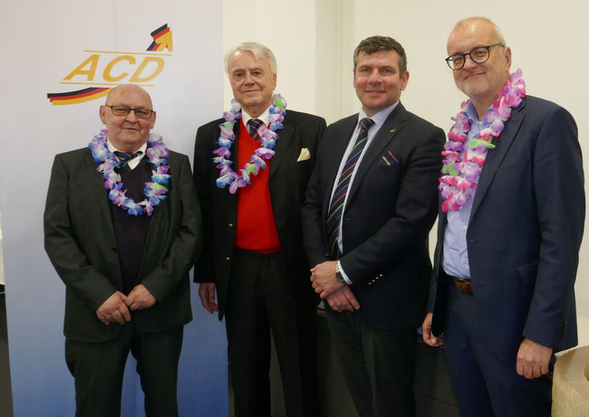 Appointed as honorary members, adorned with a floral wreath around their necks (l > r): Ewald Heim / Tilo Hohtanz / (ACD Chief Christopher Stoller) / Winfried Hartmann (far right)