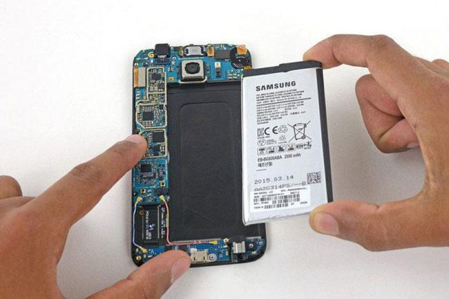 Systemplatine Samsung Galaxy S7: der erste Kontakt und über die Reparatur