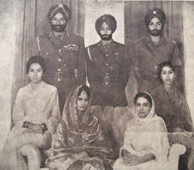 31 Oct. 1964. S.A MEHTAB MOHINDER KAUR avec la mariée S.A PRENEET KAUR. Deb g. à dte: S.A.R Yadavindra Singh, le marié S.A Captain  Amarinder Singh, S.A Malwinder Singh. Assis aux extr. : Heminder Kaur et  Rupinder Kumari.  C* S.A.R Maharani Preneet Kaur.
