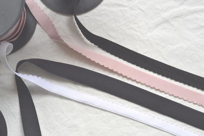 Élastiques de bande en différentes largeurs, tous avec une face douce.