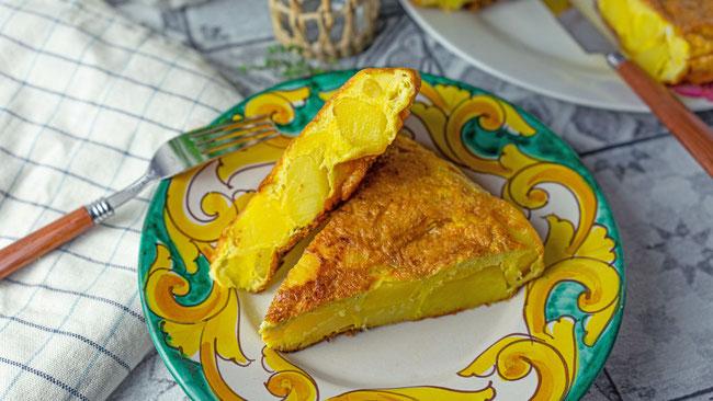 Tortilla de Patatas Española - Spanische Kartoffel Tortilla - Perfekt als Vorspeise, Hauptspeise, Mittagessen oder Abendessen. Super einfaches Rezept für die ganze Familie