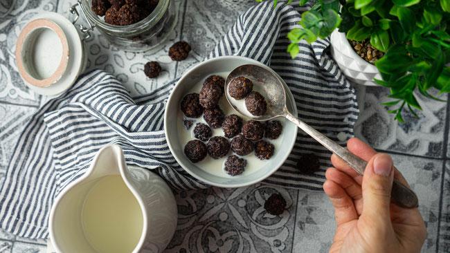 Choco Pops - Schokoladiges Knusperfrühstück und perfekt für die Resteverwertung von Reiswaffeln