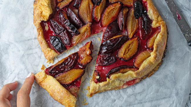 Zwetschgen Galette - Eine köstliche und einfache Zwetschgen Tarte zum nachbacken. Perfekt zum Frühstück, Dessert, Brunch oder Snack