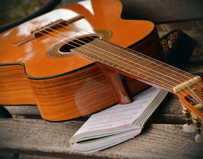 Gitarre, Doulamusik, Mantras, Geburtslieder, Willkommenfeier