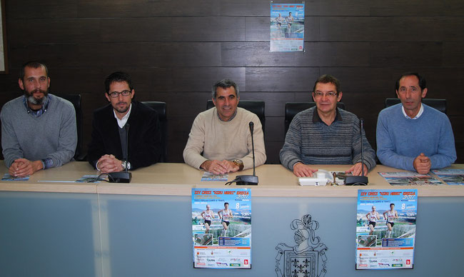 Jorge San Martín (Coordinador del Ayto.), Rodrigo Domínguez (Presidente FNA), Vicente Solchaga (Presidente Hiru-Herri) , Imanol Moso (Concejal de Deportes) y Juanjo Vizcay (Vocal de Hiru-Herri).