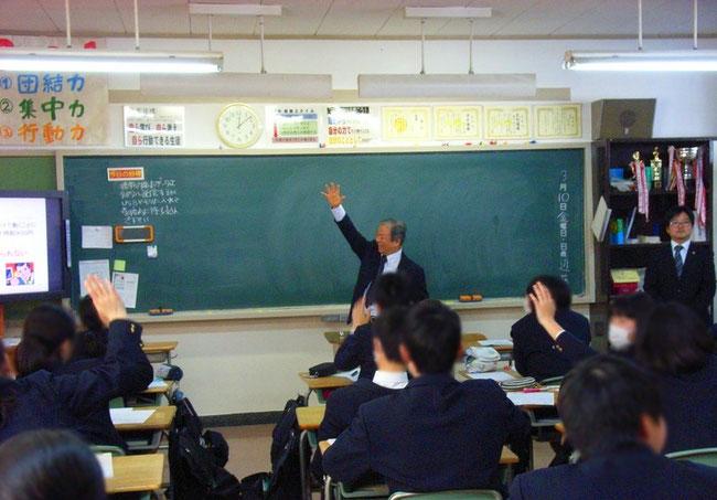 社労士の出張・出前授業で、北区内の学校で行った社会保障教育(年金授業)と、労働法教育(ワークルール)の授業の写真