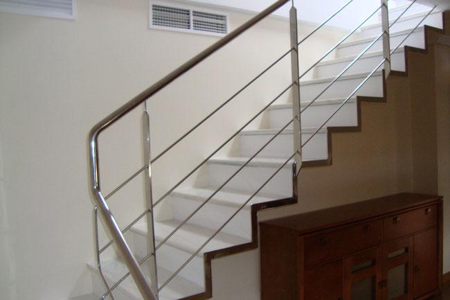 Escaleras metalicas escaleras laravid trabajos en acero for Gradas metalicas para interiores