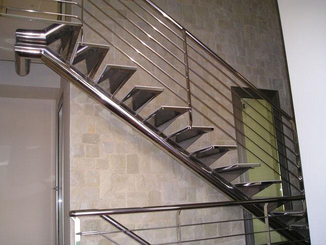 Escaleras de acero inoxidable en alhama totana lorca for Escalera exterior de acero galvanizado precio