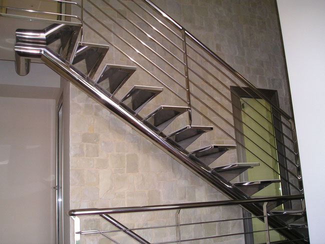 Escaleras de acero inoxidable en alhama totana lorca for Tipos de escaleras exteriores