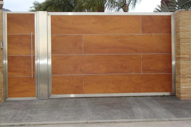 Puertas de entrada escaparates marquesinas for Puertas de madera correderas exteriores