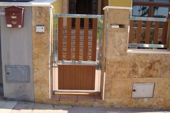 Puertas de entrada para edificios en acero inoxidable en murcia cartagena y lorca escaleras - Puerta abatible madera ...