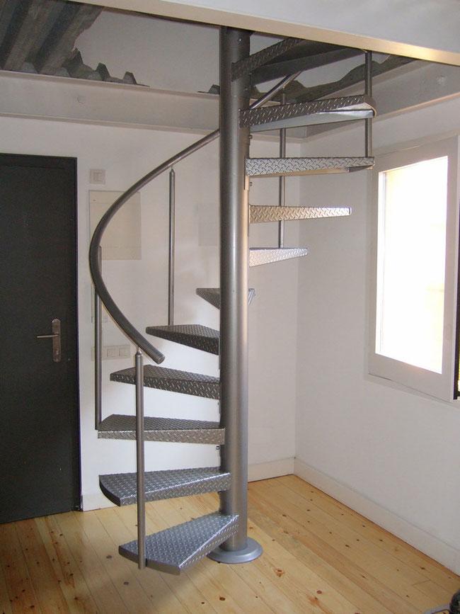 Escaleras de caracol escaleras laravid trabajos en acero - Modelos de escaleras ...