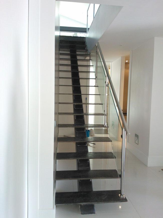 Escaleras en torrevieja somos fabrica escaleras laravid - Barandilla madera exterior ...