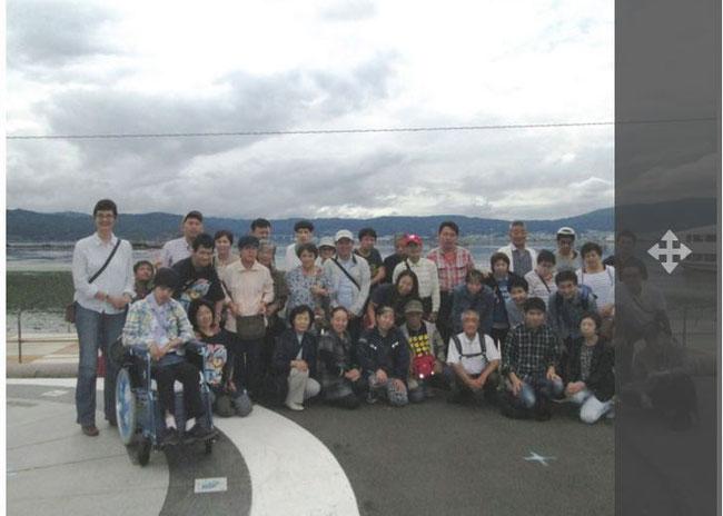 諏訪湖で遊覧船に乗る前にみんなで撮影 (2015.8.29)