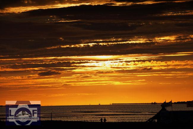 Sonnenuntergang am Dornumersiel.