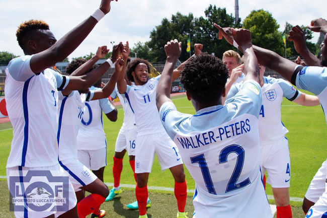 Walker-Peters; Onamah; England; England U20; Torjubel; Brown