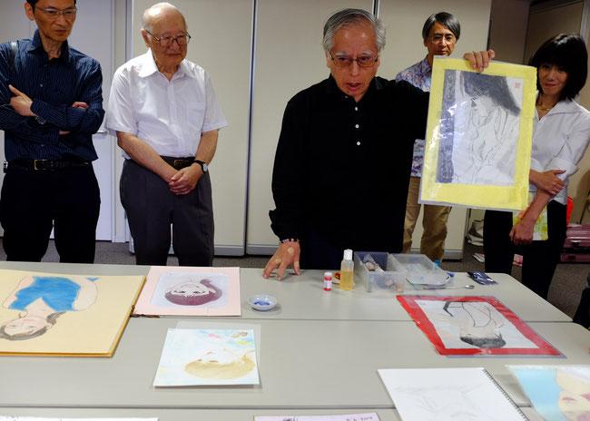 日本画の画家さんである秋元和夫先生が初参加してくださり、日本画の画材の一部を紹介してくれました。