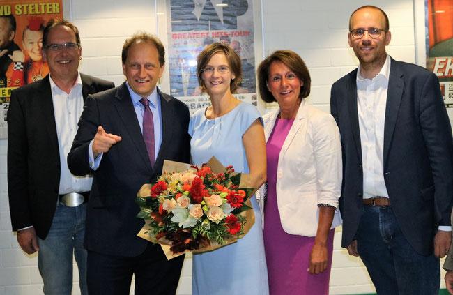 v.l.n.r.: Norbert Kicinski, Alexander Graf Lambsdorff, Jessica Gaitskell, Nicole Westig, Jörn Freynick (Foto: Schmid)