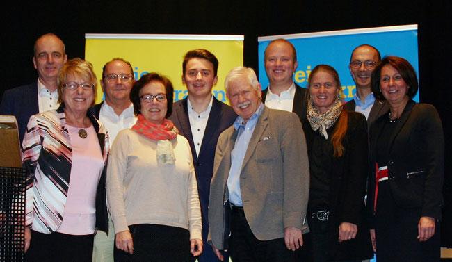 Die TOP 9 der FDP-Kandidatenliste von links nach rechts: Alexander Hildebrandt, Gudrun Brönstrup, Rudolf Wickel, Dagmar Ziegner, Felix Keune, Hans-Joachim Pagels, Christian Koch, Jana Rentzsch, Friedrich-Wilhelm Kuhlmann sowie Nicole Westig MdB