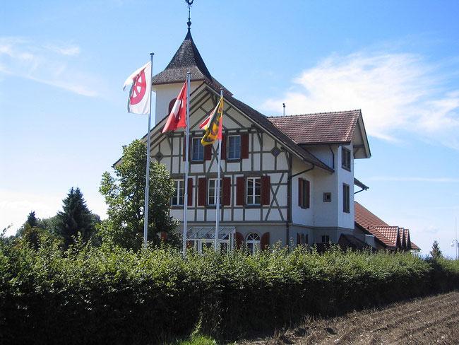 Im Gemeindehaus Detligen ist die Verwaltung der Gemeinde Radelfingen