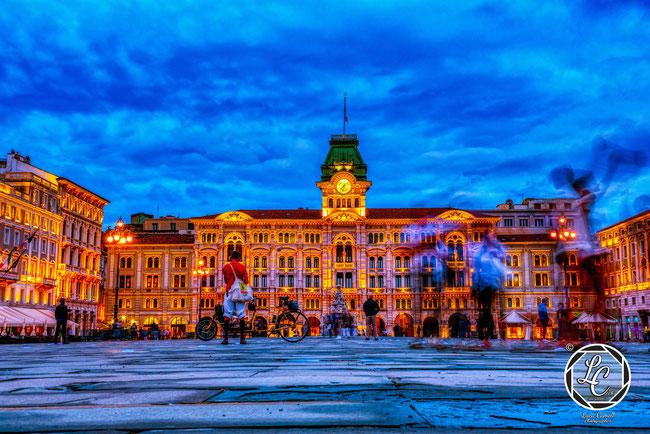 """Fluorescent Frenzy"" Piazza Unità d'Italia, Trieste. URBAN Photo Awards 2021. © Luca Cameli Photographer"