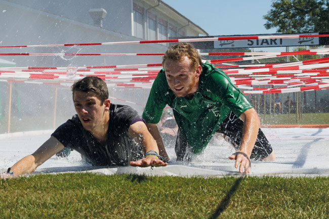 Voller Einsatz in knackigen Disziplinen: Die 4. VIVA Sportstafette Bözen ist für Zuschauer wie für Akteure ein Riesengaudi.
