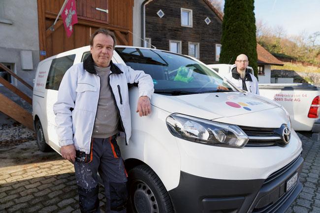 Die Bauhandwerker Ralf und Philipp Müller ergänzen sich aufs Vortrefflichste.