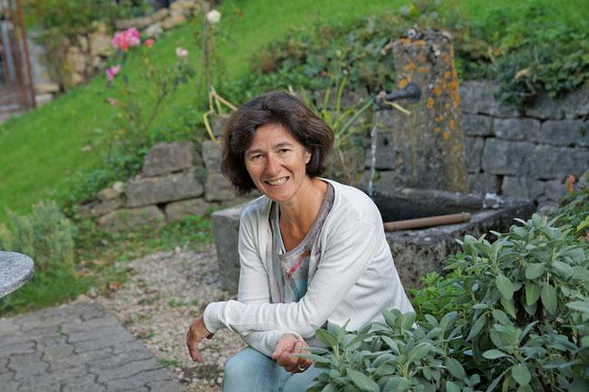 Hilde Schönmann ist dipl. Businesscoach und dipl. Erwachsenenbildnerin und bietet auch einmal Geh-Coaching in freier Natur an - Hauptsache in entspannter Atmosphäre.