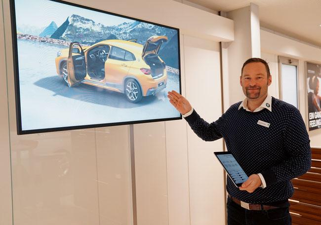Geschäftsführer und Inhaber Marco Emmenegger lässt bei der VPP den ausstaffierten BMW X2 «tanzen».